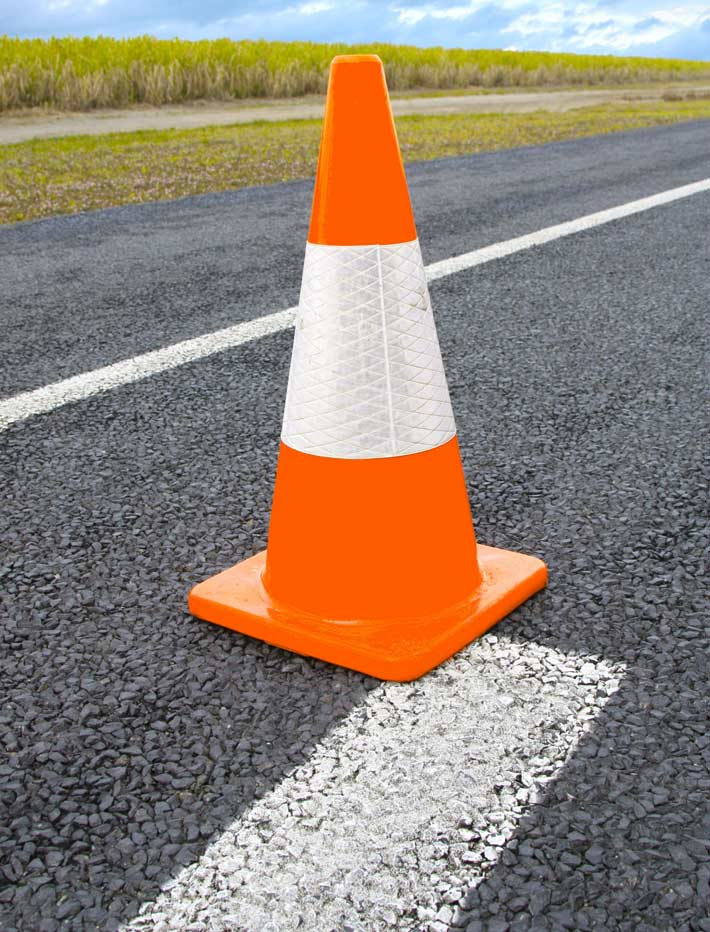 Traffic cone with reflective collar